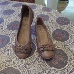New White Mountain Beige Leather Flats Size 6.5M